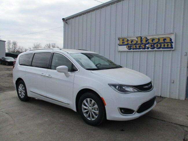 New 2019 Chrysler Pacifica TOURING L Passenger Van for sale or lease in Council Grove, KS