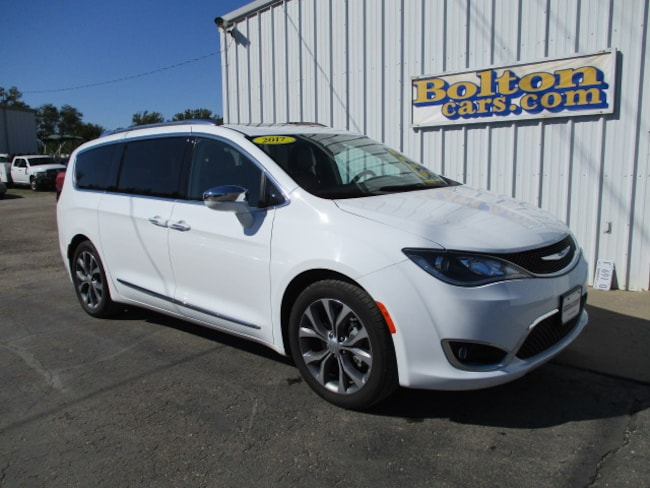 Used 2017 Chrysler Pacifica Limited Van for sale in Council Grove, KS