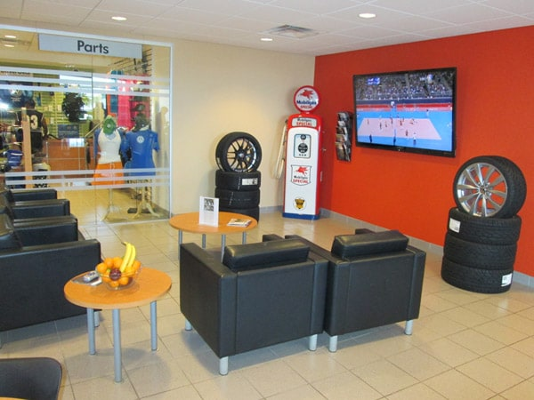 Photo of the Bommarito Volkswagen Hazelwood waiting room.