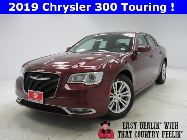 New 2019 Chrysler 300 TOURING Sedan For Sale Bonham, TX