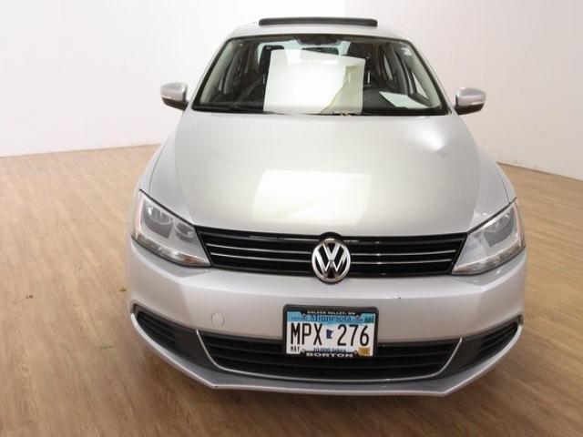 Used 2013 Volkswagen Jetta SE with VIN 3VWDX7AJ3DM372865 for sale in Golden Valley, Minnesota