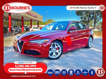 2018 Alfa Romeo Giulia Ti w/Leather, Dual-Pane Sunroof, Navigation, Backu Sedan
