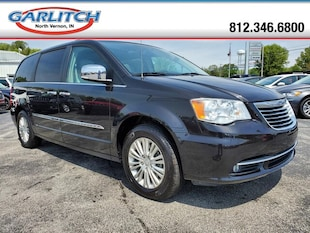2015 Chrysler Town & Country Limited Platinum Mini-Van