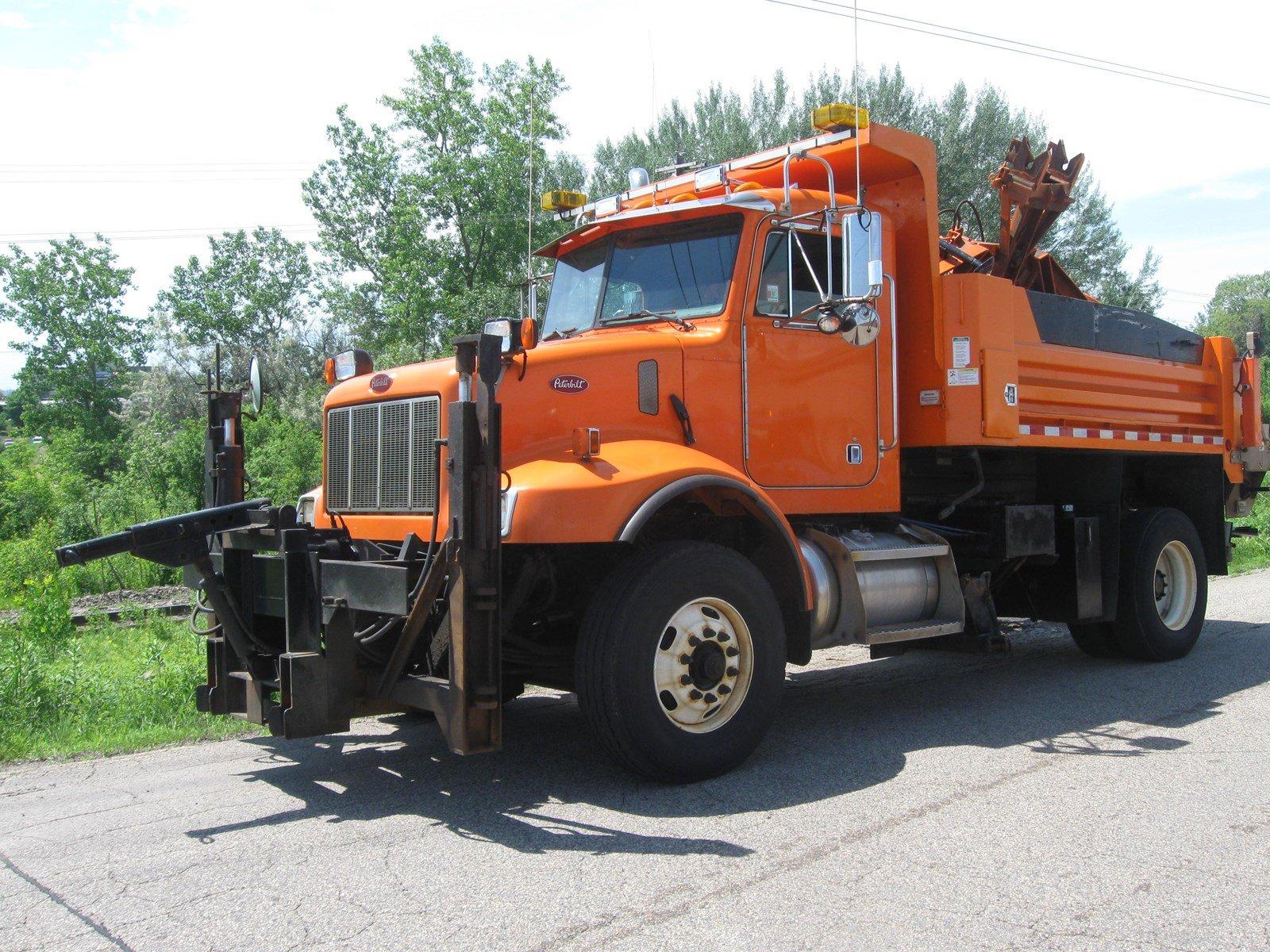 2005 Peterbilt 330 S/A Plow