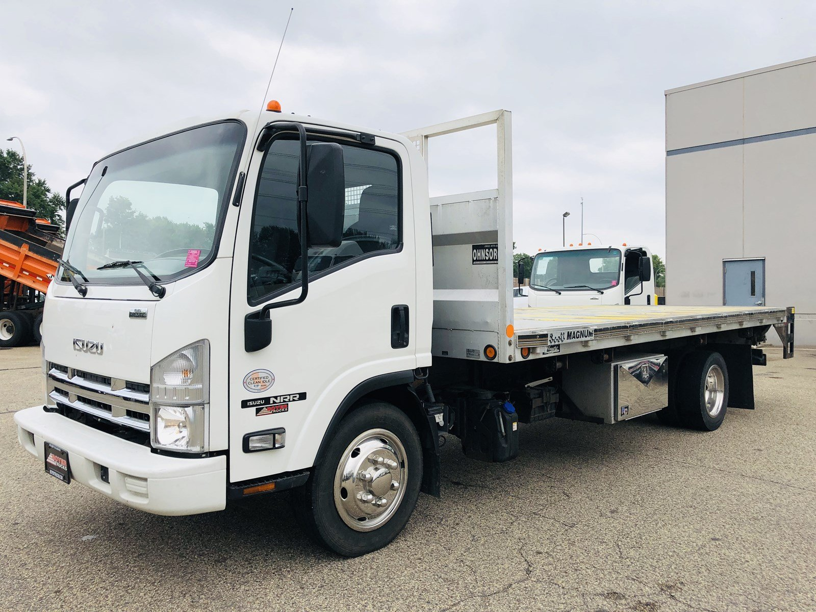 2014 Isuzus NRR Flat BED With Liftgate