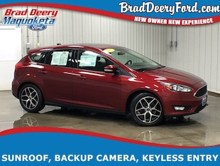 2017 Ford Focus SEL w/ Moon Roof, B-up Camera & Keyless Entry Hatchback