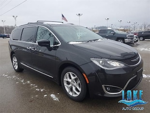 2017 Chrysler Pacifica Touring-L FWD Van