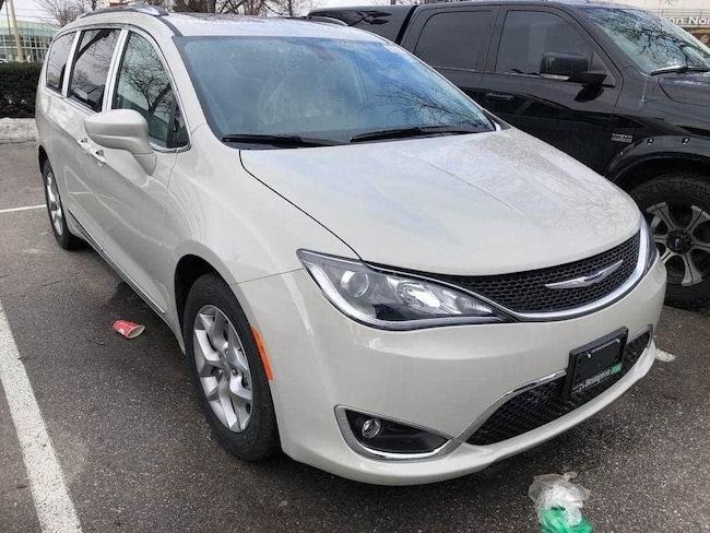 2019 Chrysler Pacifica Touring-L Plus|NAV|POWER SLIDING DOORS|BLINDSPOT M Van Passenger Van