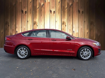Featured Used 2019 Ford Fusion Hybrid SE SE FWD for sale in Tampa, FL