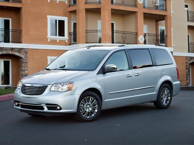Compare Dodge Grand Caravan vs Chrysler Town  Country in Smyrna