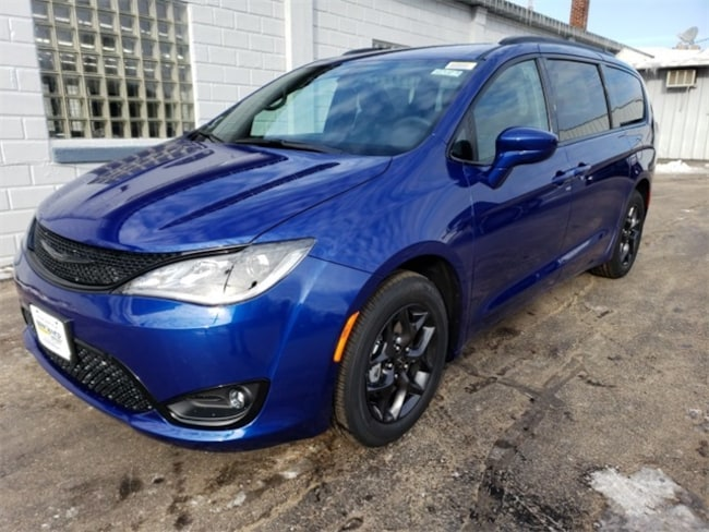 New 2019 Chrysler Pacifica TOURING L Passenger Van near Wausau, WI