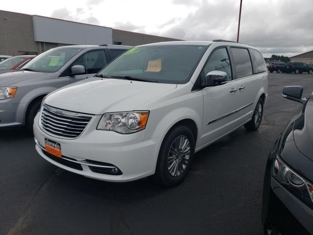 2016 Chrysler Town & Country Minivan/Van