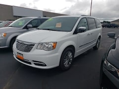 2016 Chrysler Town & Country Touring-L Minivan/Van 2C4RC1CG5GR222496 for sale in Antigo, WI