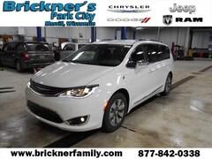 2018 Chrysler Pacifica Hybrid Limited Minivan/Van