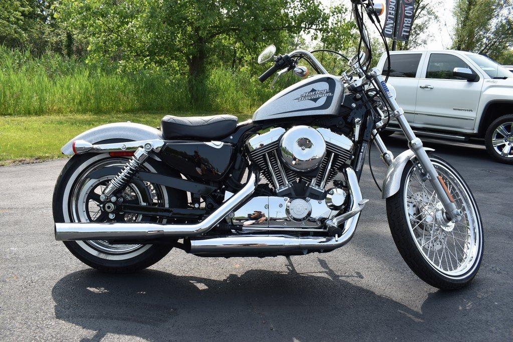 2015 Harley-Davidson Crusier XL12OOV Seventy Two Motorcycle