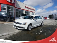 2017 Volkswagen Jetta Highline - Luxury Sedan - SUPER LOW KMs Turbo Sedan