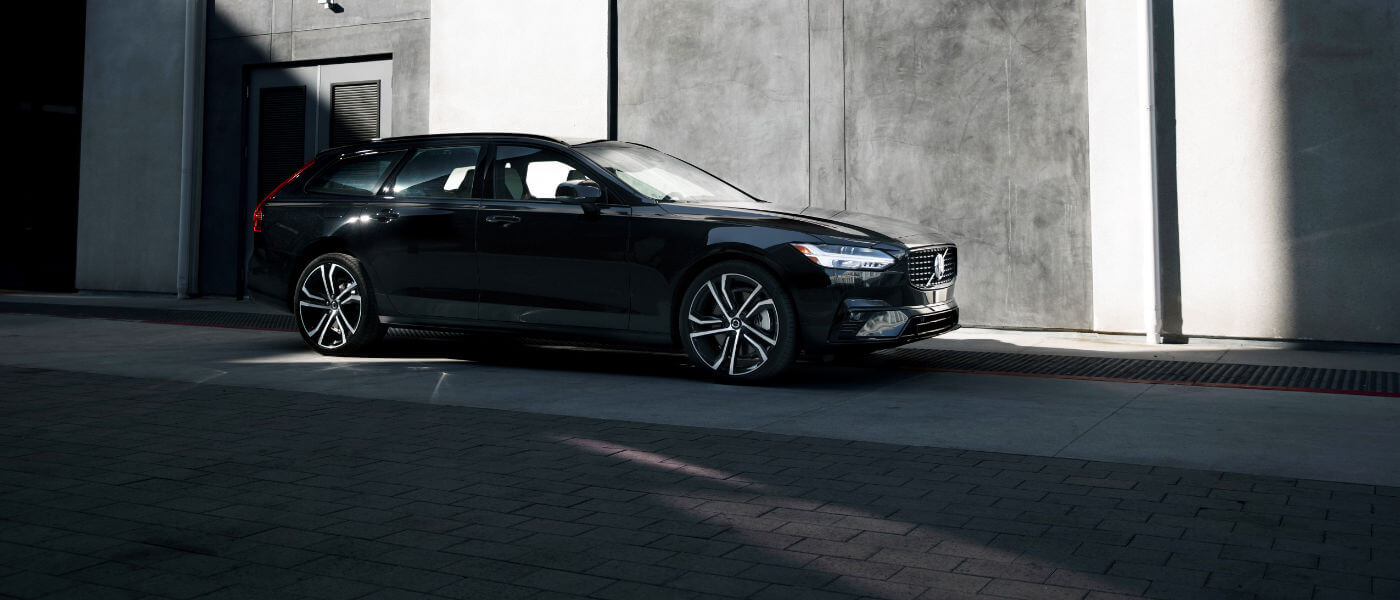 2020 Volvo V90 black side exterior view