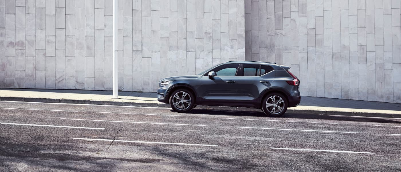 2020 Volvo XC40 Inscription parked on the street