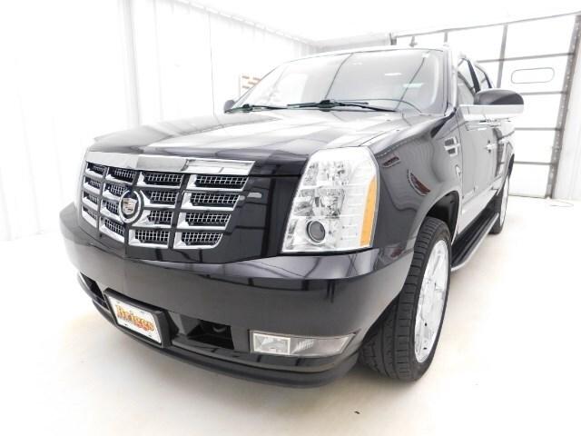 2011 CADILLAC ESCALADE EXT Luxury SUV