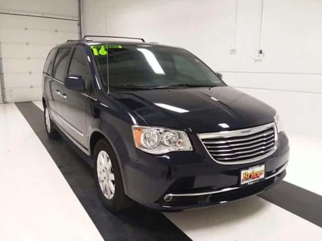 Used 2016 Chrysler Town & Country 4DR WGN Touring Van LWB Passenger Van in Topeka KS