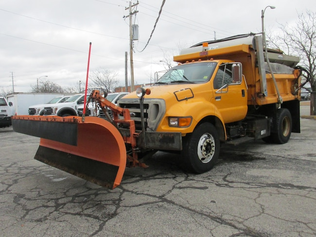 2004 Ford F-750 10FT DUMP Plow and Salt Spreader