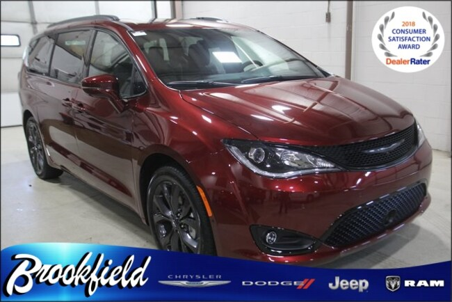 New 2018 Chrysler Pacifica LIMITED Passenger Van for sale in Benton Harbor MI