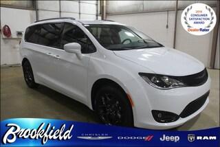 New  2019 Chrysler Pacifica TOURING L Passenger Van for sale in Benton Harbor, MI