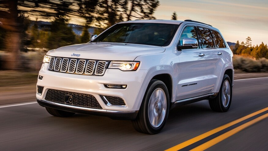 2020-Jeep-Grand-Cherokee-Summit-front-three-quarter-in-motion.jpg