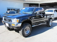 1991 Toyota Pickup XtraCab Deluxe V6 4WD (Lifted) .