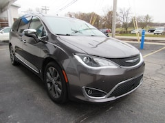 Used 2017 Chrysler Pacifica Limited Van 2C4RC1GG4HR683619 in Toledo, OH