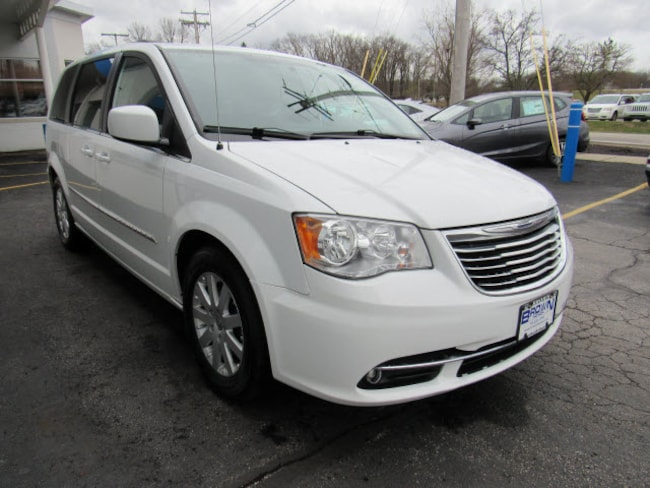 pre-owned 2014 Chrysler Town & Country Touring Van 2C4RC1BG3ER317573 for sale in Toledo