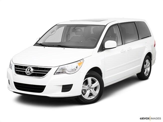 2010 Volkswagen Routan SE Van
