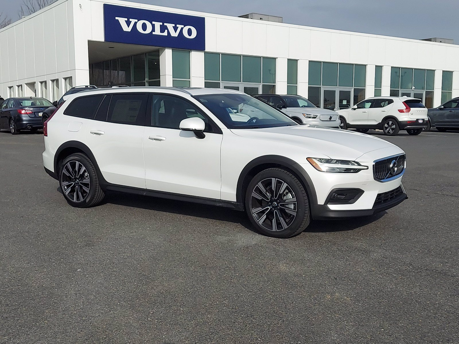 2021 Volvo V60 Cross Country Wagon