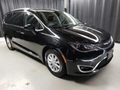 2017 Chrysler Pacifica Touring L Minivan/Van