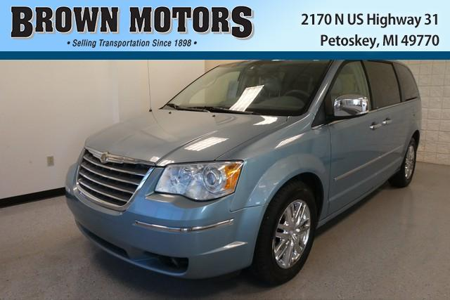 Chrysler Town and Country Limited