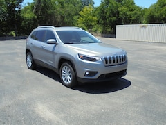 New 2019 Jeep Cherokee LATITUDE FWD Sport Utility 1C4PJLCB8KD428467 For Sale in Stephenville