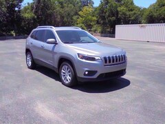 New 2019 Jeep Cherokee LATITUDE FWD Sport Utility For Sale in Stephenville