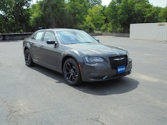 2019 Chrysler 300 TOURING Sedan 2C3CCAAG1KH614337