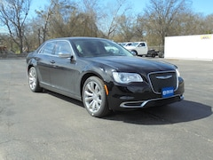 2019 Chrysler 300 TOURING Sedan 2C3CCAAG4KH568941