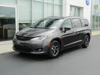 New 2019 Chrysler Pacifica TOURING L PLUS Passenger Van C190044 for sale near you in Brunswick, OH