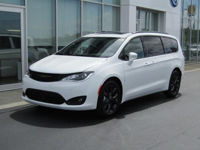 New 2019 Chrysler Pacifica LIMITED Passenger Van for sale in the Brunswick, OH