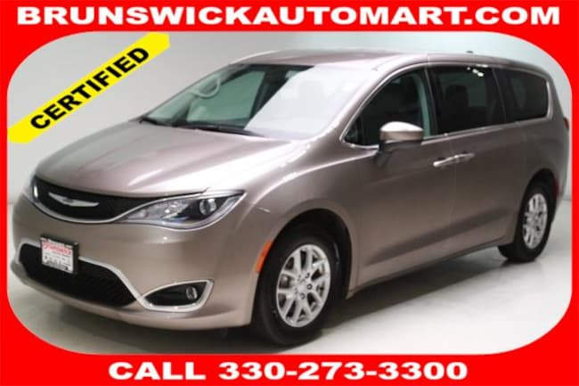 Used 2017 Chrysler Pacifica Touring-L Van for sale in the Brunswick, OH