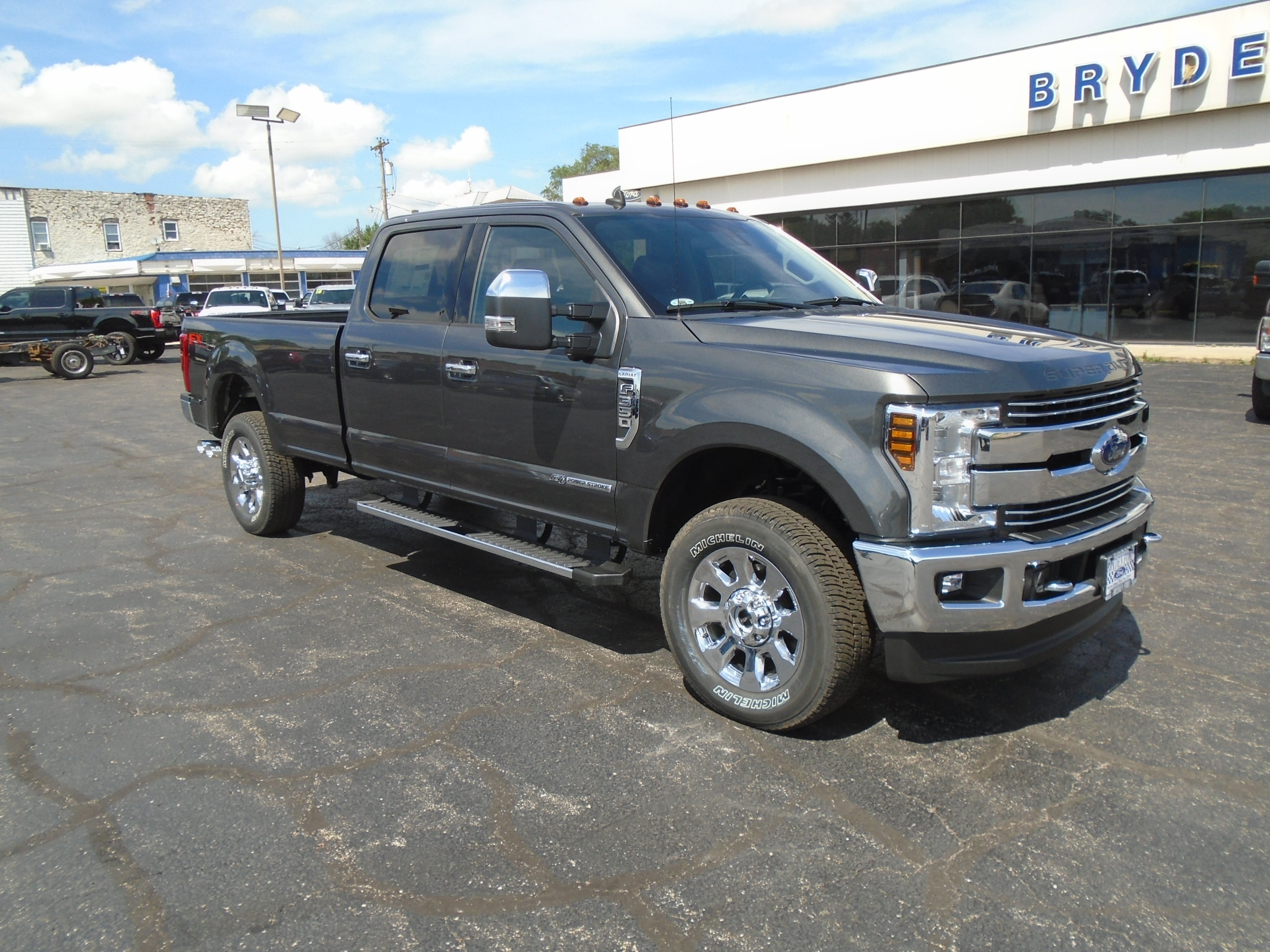 2019 Ford F350 Super Duty Lariat 4X4 8' Bed Truck
