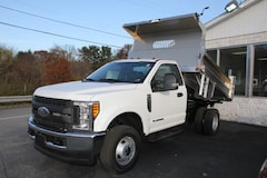2017 Ford F-350 Chassis XL 4WD Reg Cab 145 WB 60 CA Truck Regular Cab