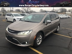 2017 Chrysler Pacifica Limited Minivan/Van 2C4RC1GGXHR537192 for sale near Clinton, IN