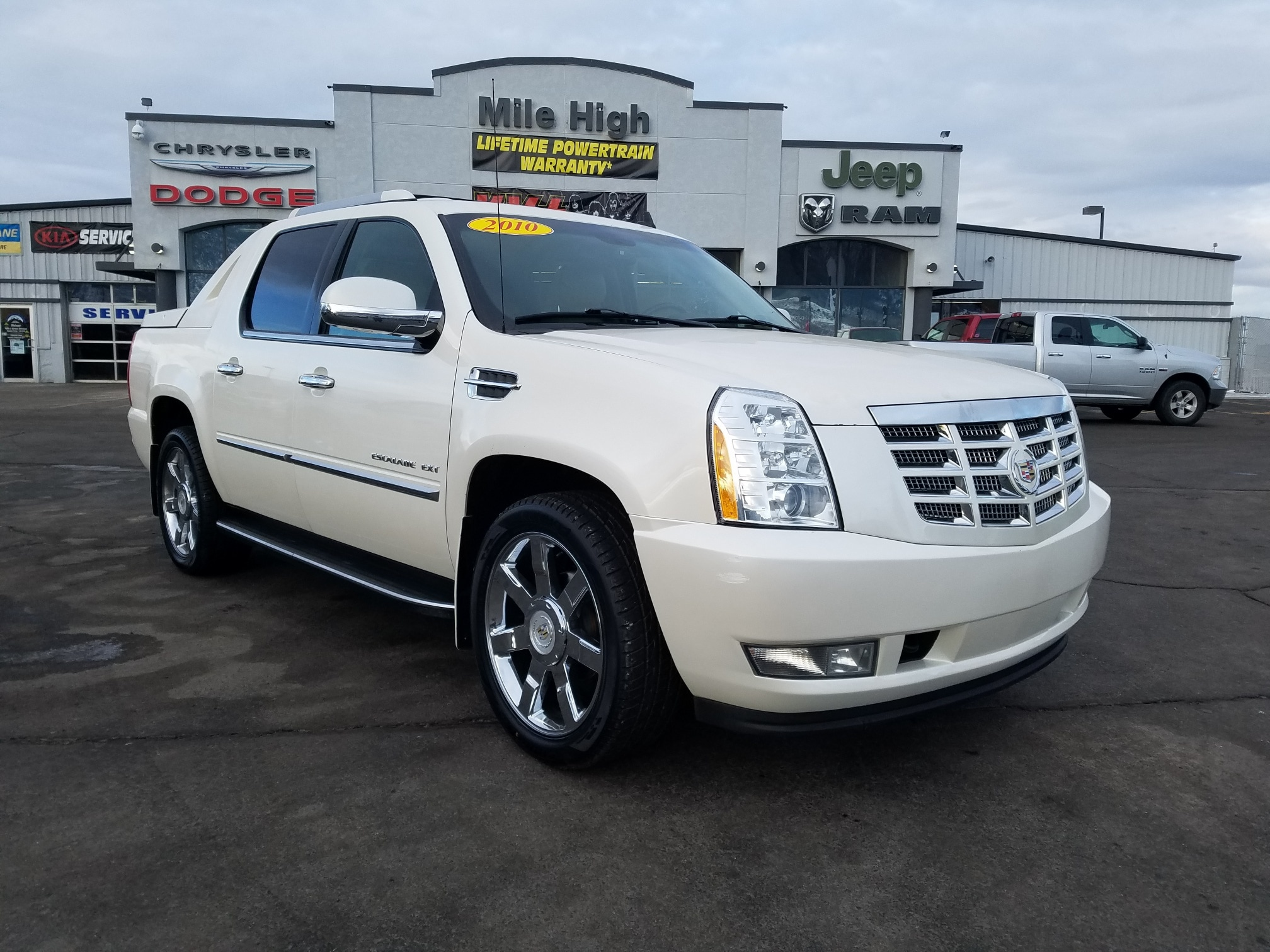 2010 CADILLAC ESCALADE EXT AWD 4dr Luxury SUV