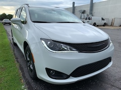 2020 Chrysler Pacifica LIMITED Passenger Van For Sale in Kokomo, IN