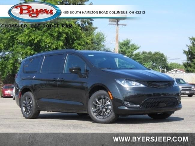 New 2020 Chrysler Pacifica AWD LAUNCH EDITION Passenger Van in Columbus