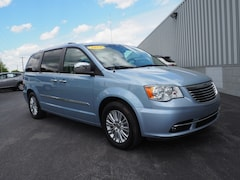 2013 Chrysler Town & Country Limited Limited  Mini-Van