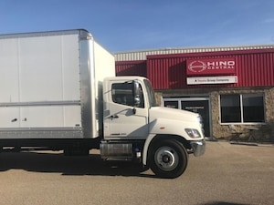 2019 HINO 338-271 with 26 foot body